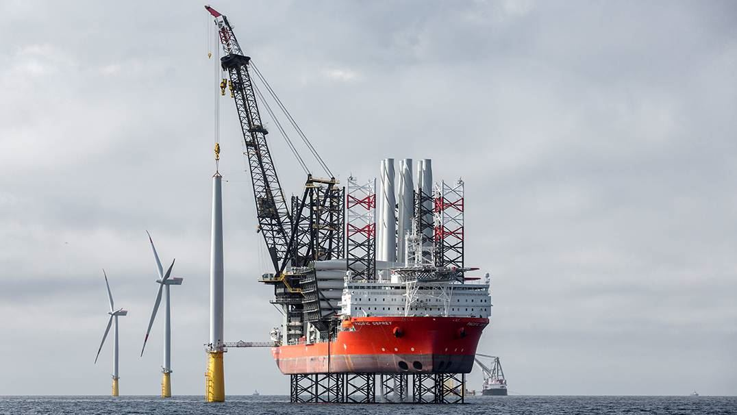 Offshore wind farm installation vessel
