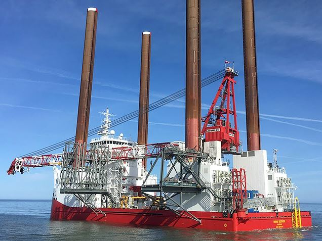 Service jack-up vessel for offshore wind farms